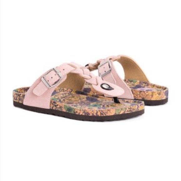 291ffb00705b2 NWOB Muk Luks Marsha blush pink sandals size 9